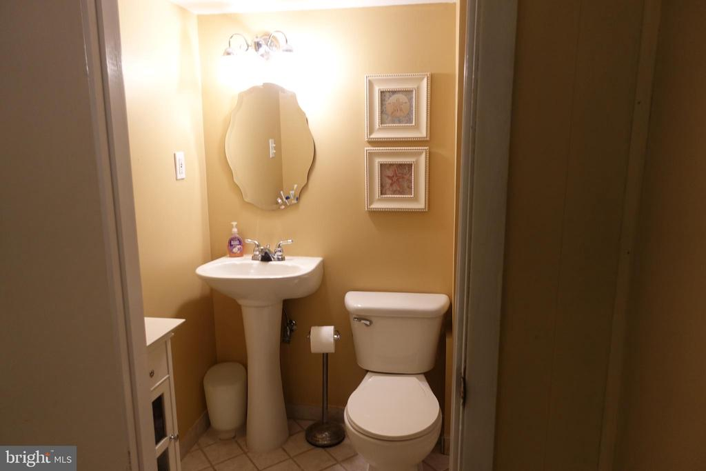 Full bath in the bedroom - 4132 ADDISON RD, FAIRFAX