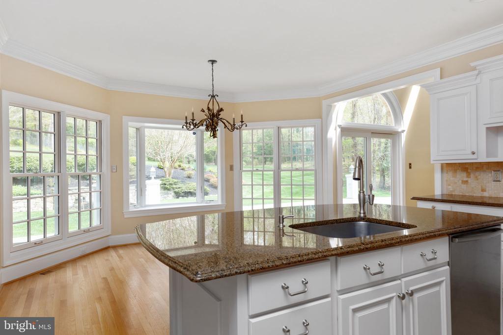 Kitchen with granite counters - 2405 OAKMONT CT, OAKTON