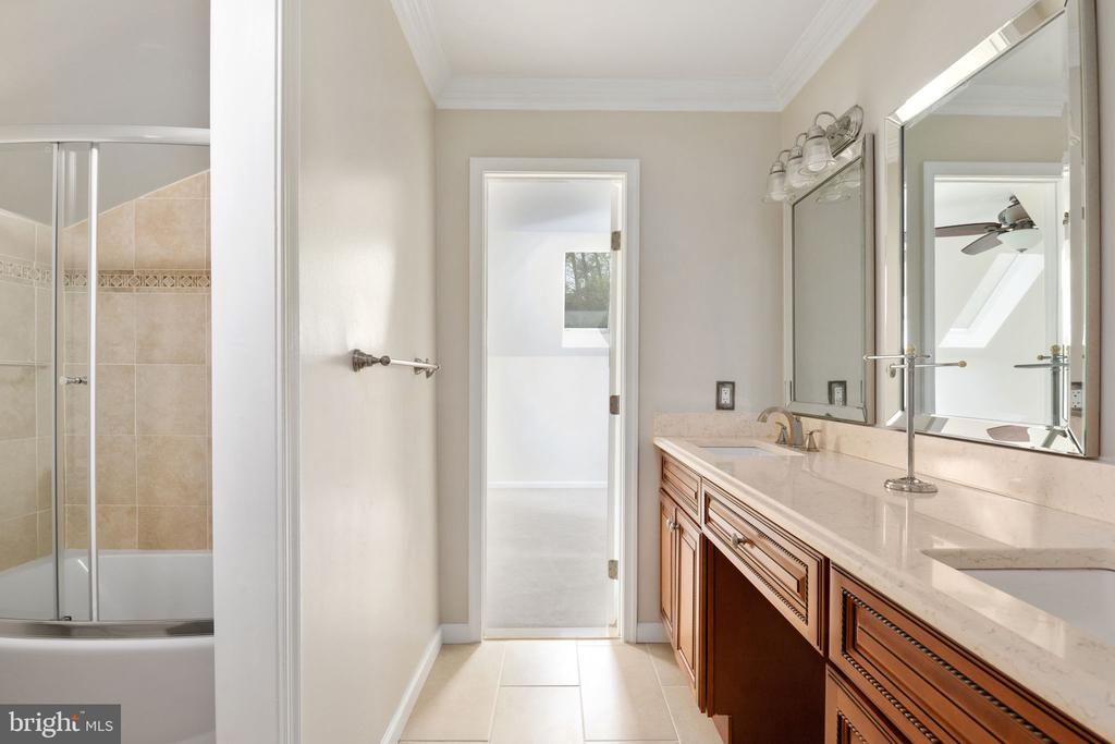 Upper Level Hall Bath with Dual Sinks - 2405 OAKMONT CT, OAKTON