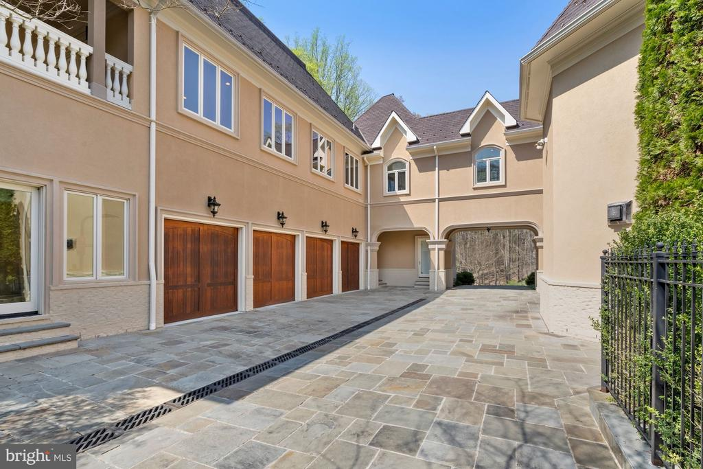 Lovely courtyard showing 4 of 8 garages and bridge - 9211 BLACK RIFFLES CT, GREAT FALLS