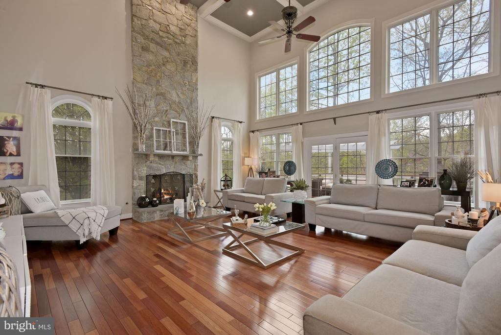 Two-Story Family room - 19582 SARATOGA SPRINGS PL, ASHBURN