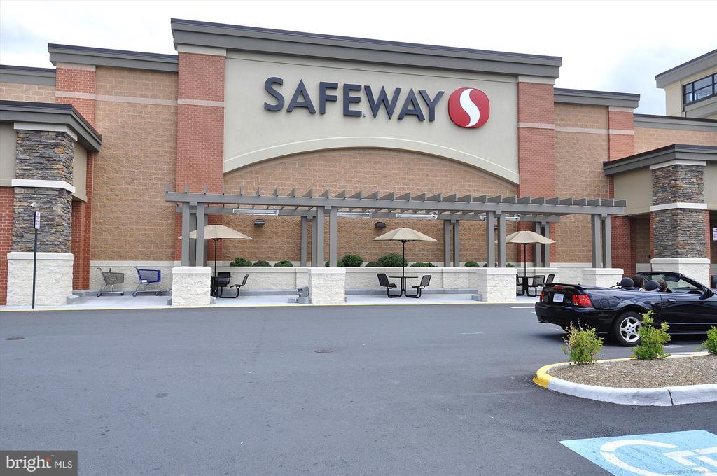 Safeway - 3100 S MANCHESTER ST #612, FALLS CHURCH