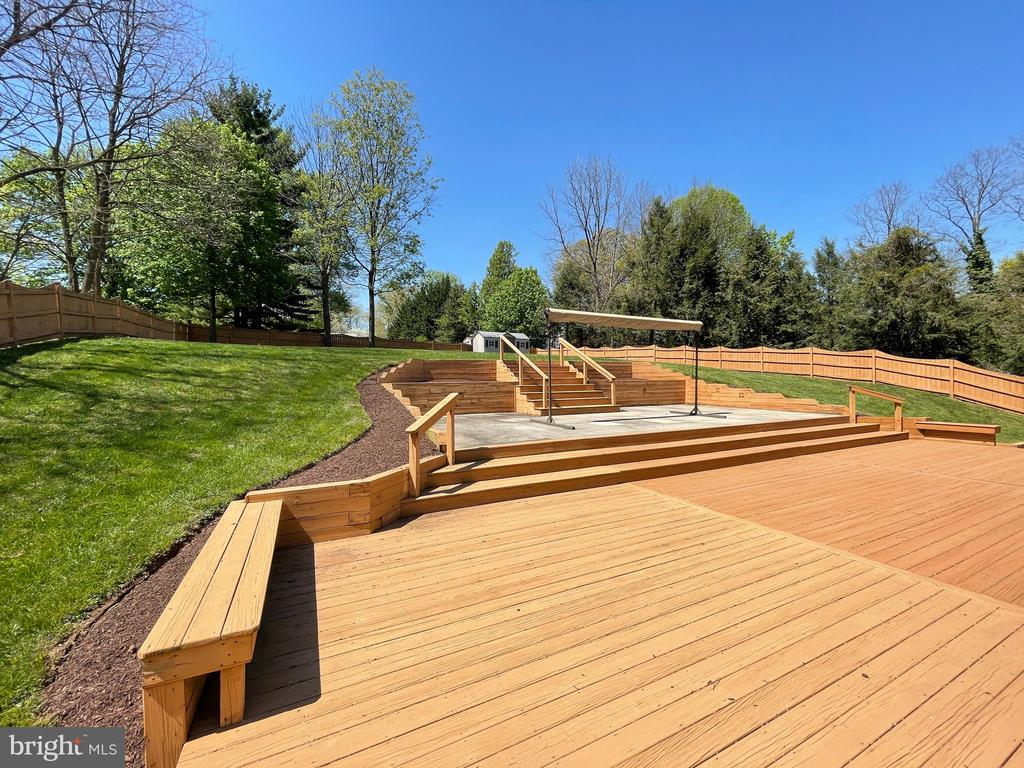 Huge deck for entertaining - 2 levels - 19220 LIBERTY MILL RD, GERMANTOWN