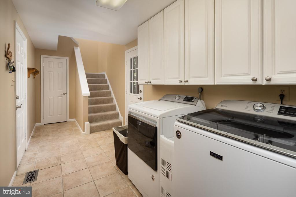 Mud Room w/Laundry Services & Back Staircase - 10654 CANTERBERRY RD, FAIRFAX STATION