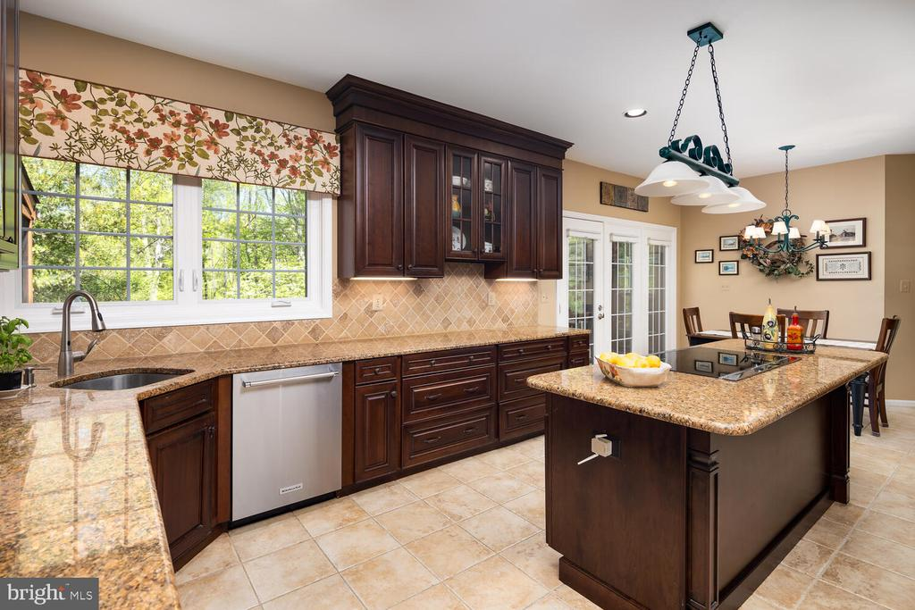Large Center Cooking Island - 10654 CANTERBERRY RD, FAIRFAX STATION