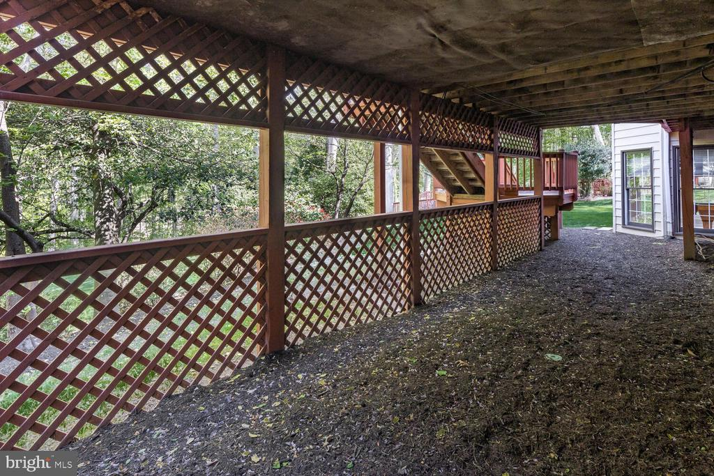 Groomed Easy Care Area Under Deck - 10654 CANTERBERRY RD, FAIRFAX STATION
