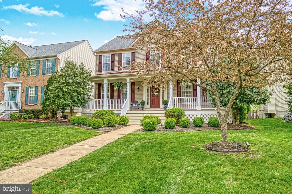 Incredible curb appeal - 26216 LANDS END DR, CHANTILLY