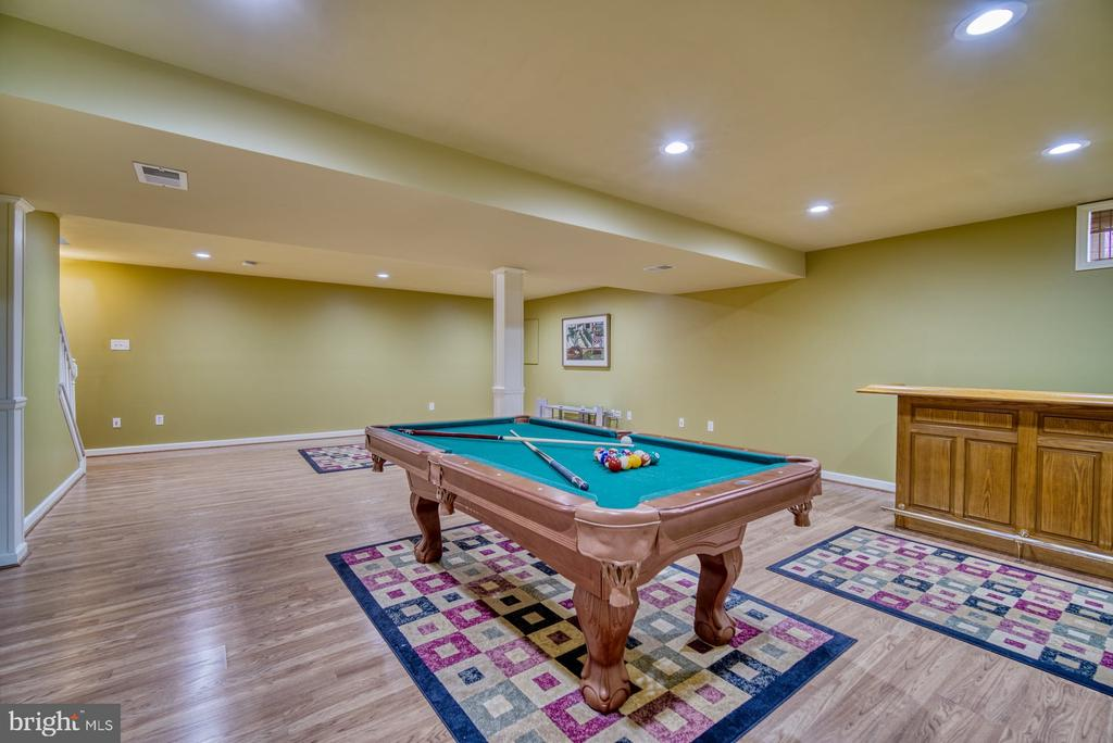 Pool table and bar convey - 26216 LANDS END DR, CHANTILLY