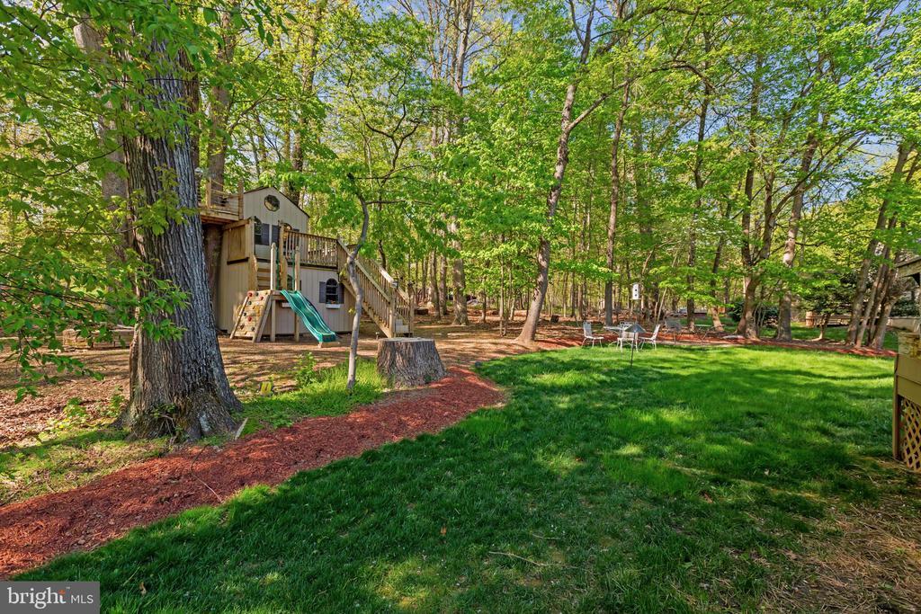 Large & Private Backyard - 604 RIDGEWELL WAY, SILVER SPRING