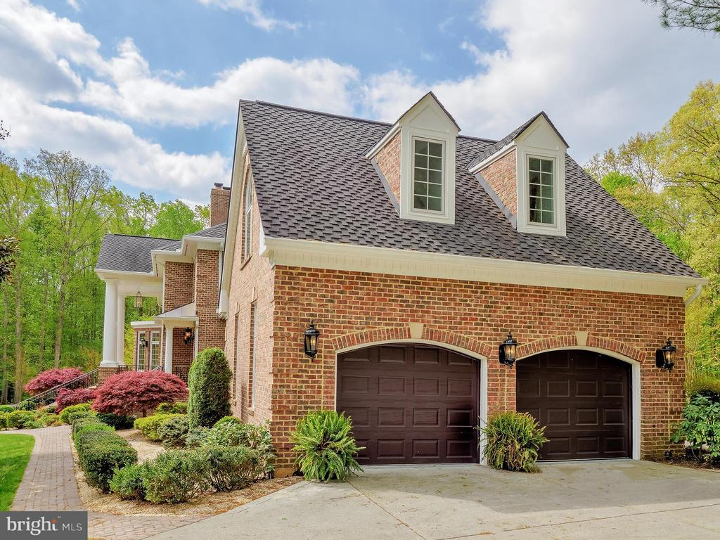This 2 of 5 car garage leads into a large mudroom - 11009 HAMPTON RD, FAIRFAX STATION