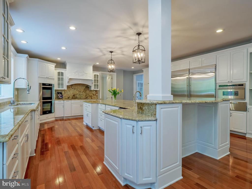 Spacious kitchen with high end designer appliances - 11009 HAMPTON RD, FAIRFAX STATION
