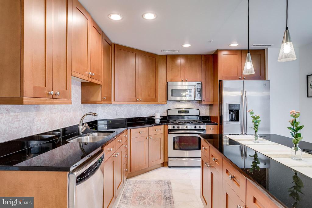 Huge Kitchen with Lots of Cabinets - 11990 MARKET ST #411, RESTON