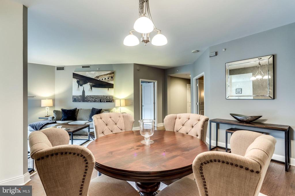Dining Area with Round table - 11990 MARKET ST #411, RESTON