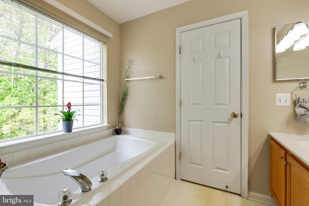 Primary Bathroom - 14917 GLADIOLUS CT, WOODBRIDGE