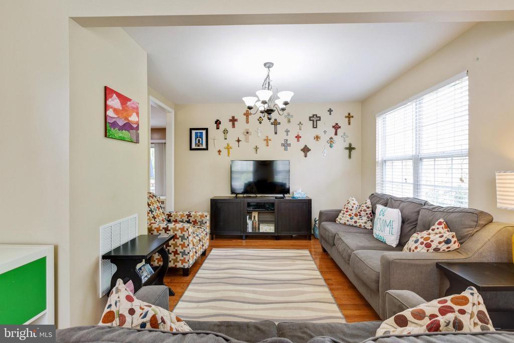 Living Room - 14917 GLADIOLUS CT, WOODBRIDGE