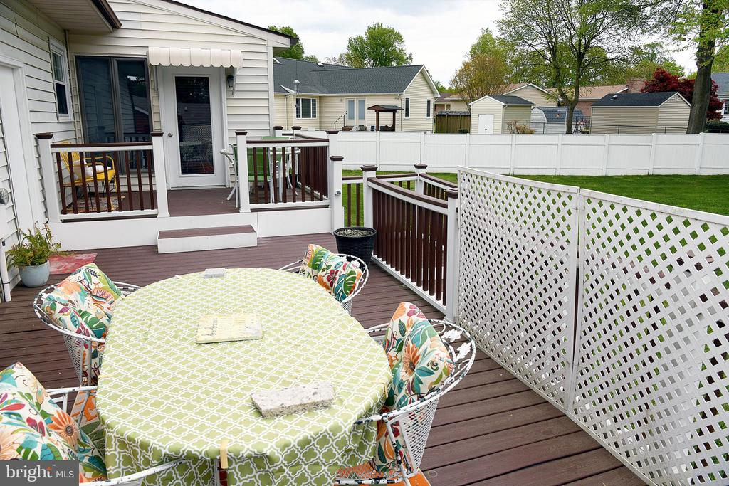 2-level deck accessed from sunrm or garage - 312 SYCAMORE DR, FREDERICKSBURG