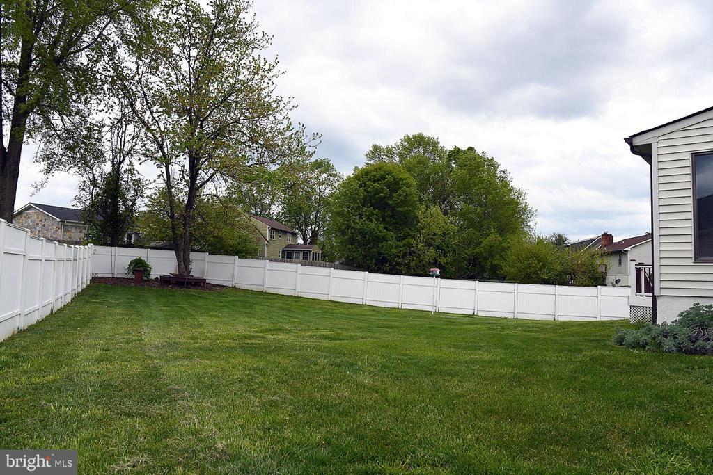 Back yard alternate view-sunroom corner at right - 312 SYCAMORE DR, FREDERICKSBURG