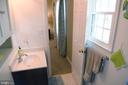 En suite bath showing door to owner's suite - 312 SYCAMORE DR, FREDERICKSBURG