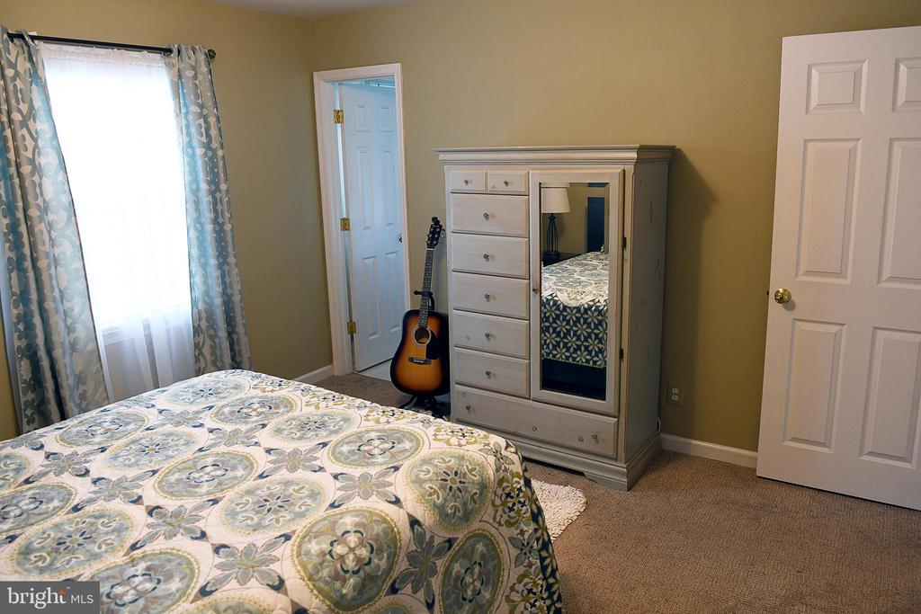 View 3 of owner's suite shows door to bath - 312 SYCAMORE DR, FREDERICKSBURG