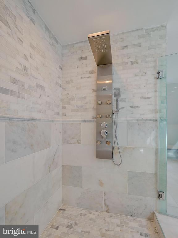 Beautiful imported marble in the spa like shower - 11009 HAMPTON RD, FAIRFAX STATION
