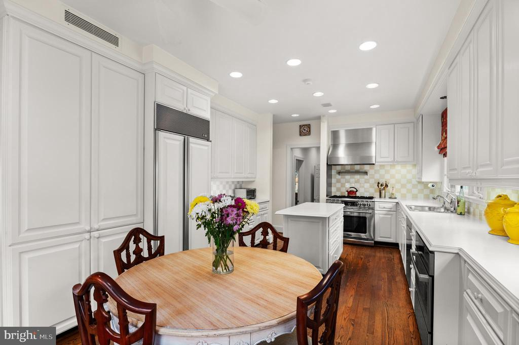 Kitchen - 2208 KALORAMA RD NW, WASHINGTON
