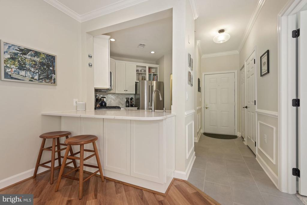 Updated kitchen with breakfast bar - 2310 14TH ST N #206, ARLINGTON