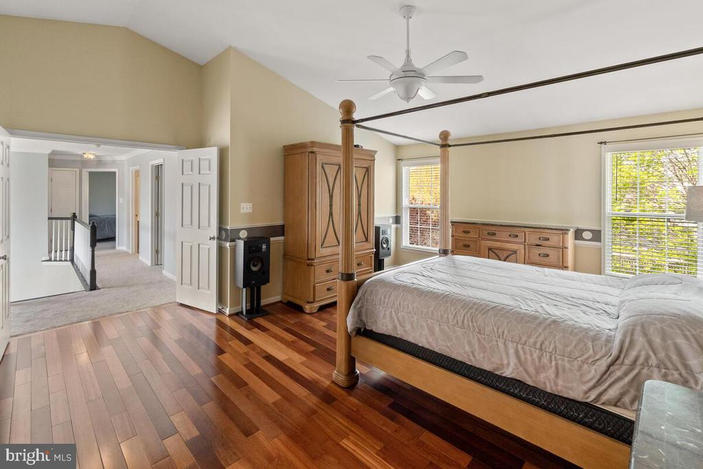 Master bedroom with high vaulted ceiling - 2104 BEAR CREEK CT, FREDERICK