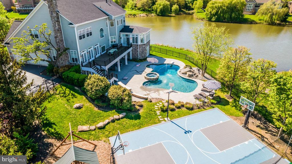FEATURES: FOUNTAINS, DIVING BOARD - 23068 CHARMAY POND PL, BRAMBLETON