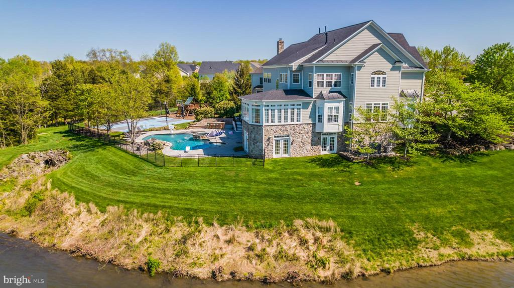 JUST YOU AND THE WATER..FLOATING IN YOUR POOL! - 23068 CHARMAY POND PL, BRAMBLETON