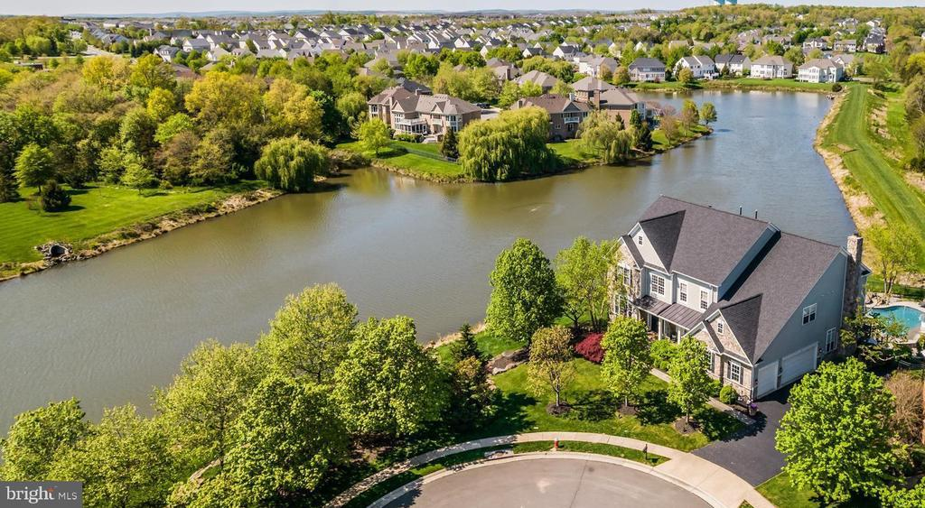 NESTLED ON A CUL-DE-SAC!! - 23068 CHARMAY POND PL, BRAMBLETON