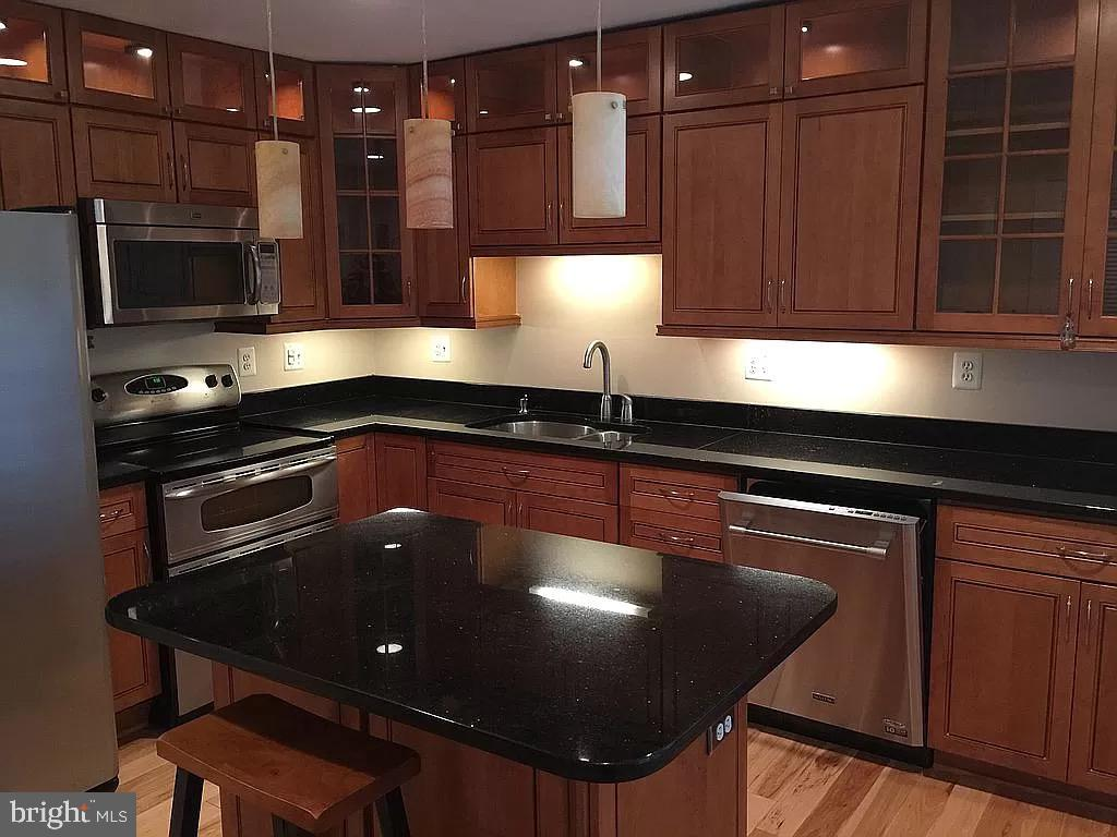 Kitchen with granite counters - 1829 WAINWRIGHT DR, RESTON