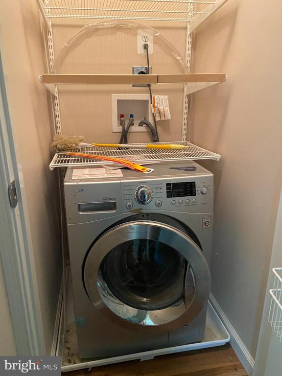 Upper level washer/dryer unit - 1829 WAINWRIGHT DR, RESTON