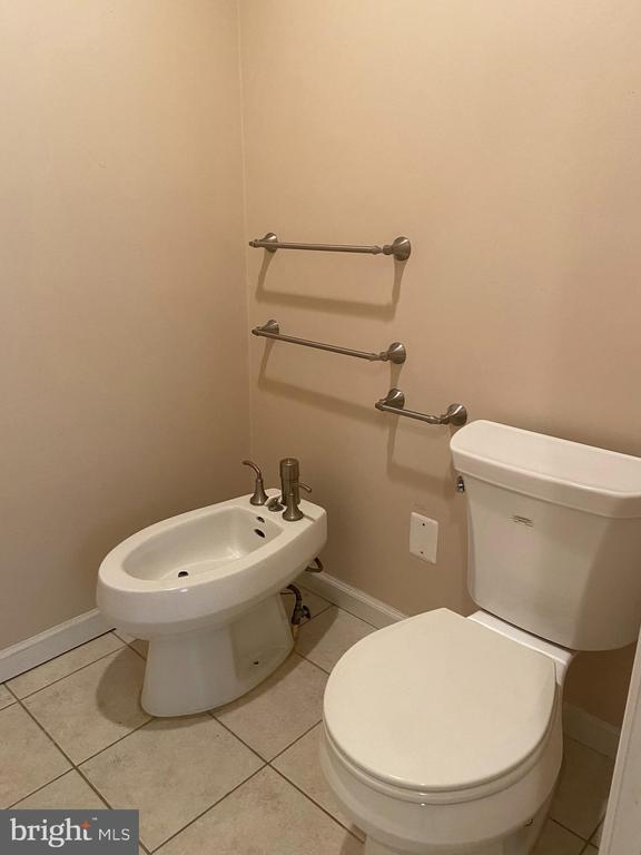 Private WC with bidet - 1829 WAINWRIGHT DR, RESTON