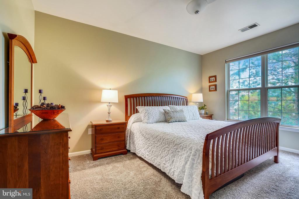 Master bedroom with large windows - 20933 CEDARPOST SQ #302, ASHBURN