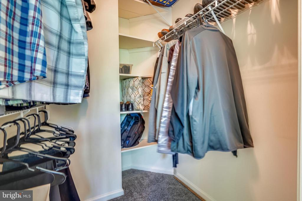 Walk-in closet with plenty of space - 20933 CEDARPOST SQ #302, ASHBURN