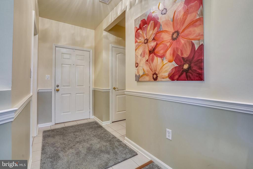 Entrance with newer paint and chair rail - 20933 CEDARPOST SQ #302, ASHBURN