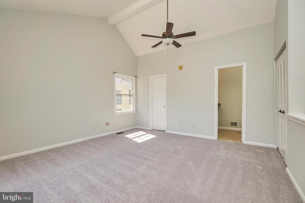 Walk in closet and private bath - 104-B N BEDFORD ST, ARLINGTON