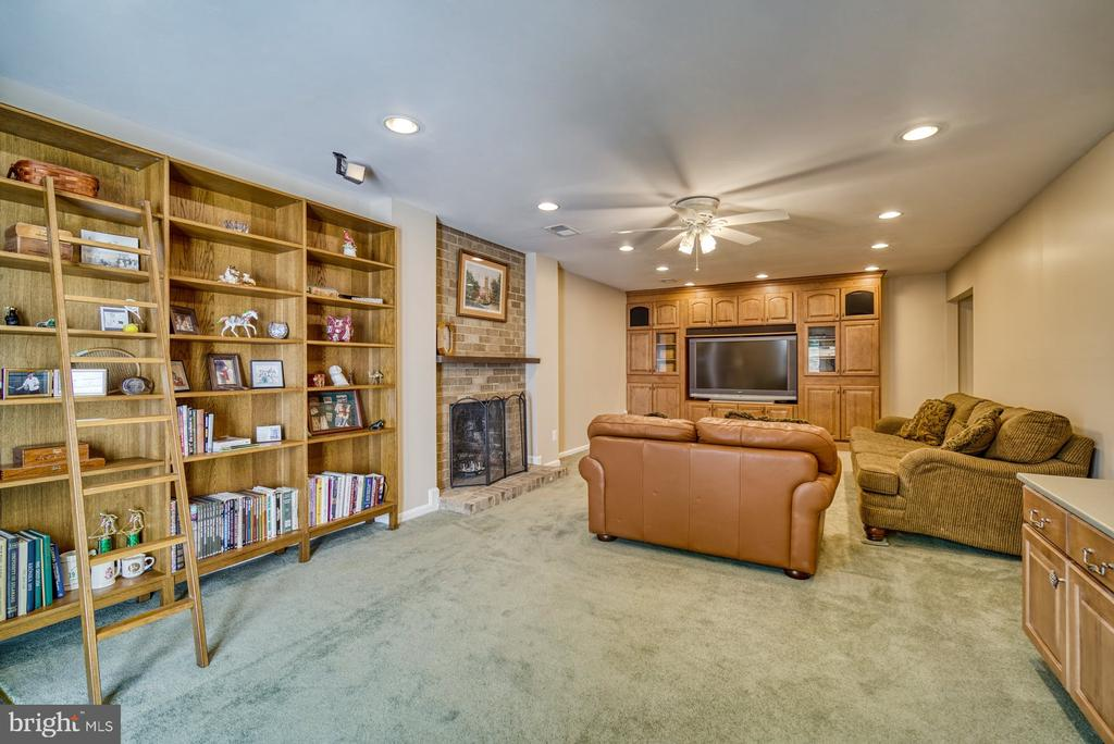 Built ins and TV systems convey - 2645 BLACK FIR CT, RESTON
