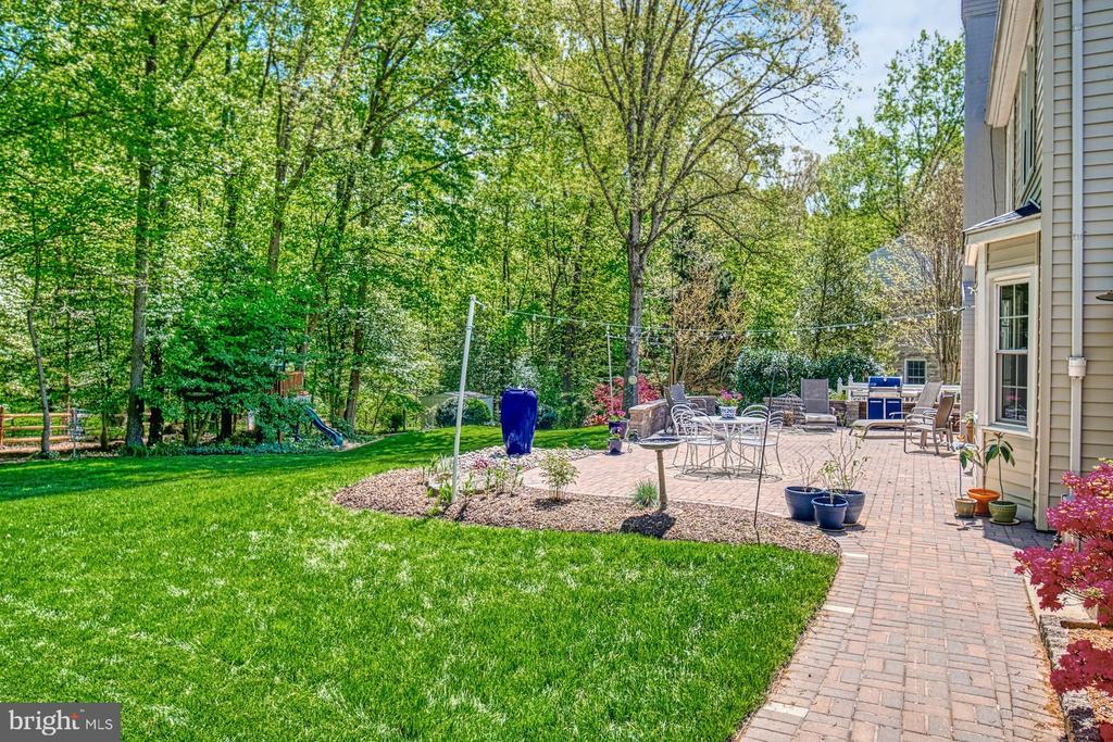 Large back yard - 2645 BLACK FIR CT, RESTON