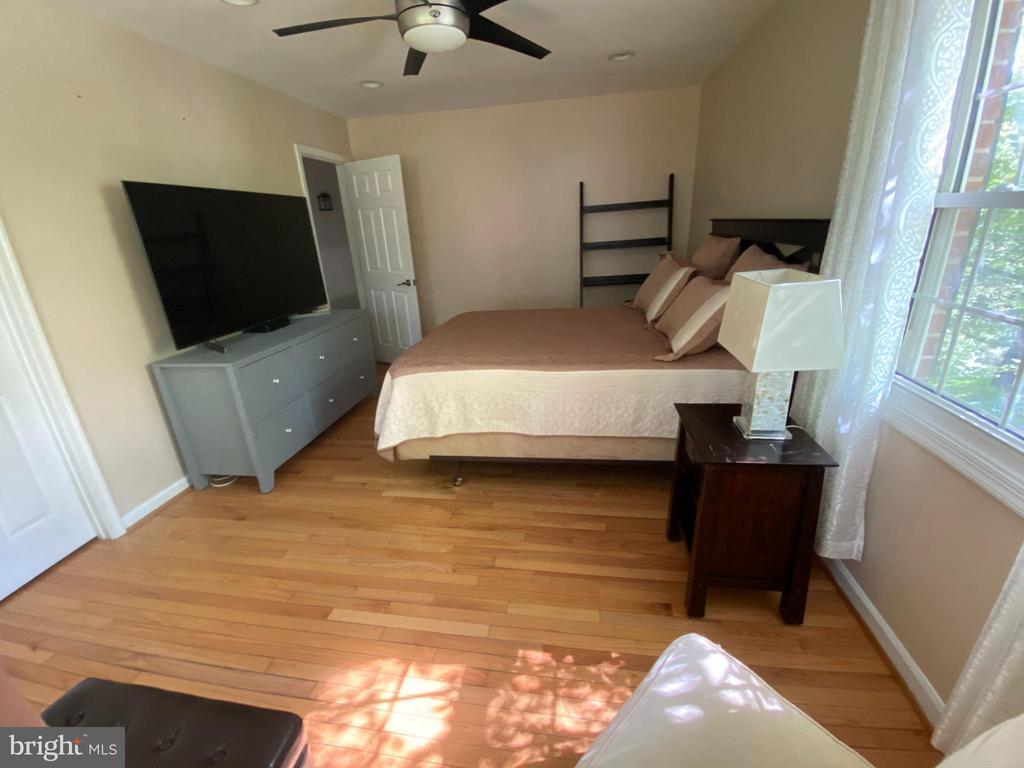 Primary bedroom - 1829 WAINWRIGHT DR, RESTON