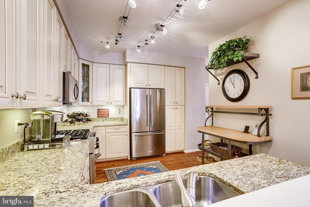 Newer upgraded stainless steel appliances - 1206 WOODBROOK CT, RESTON