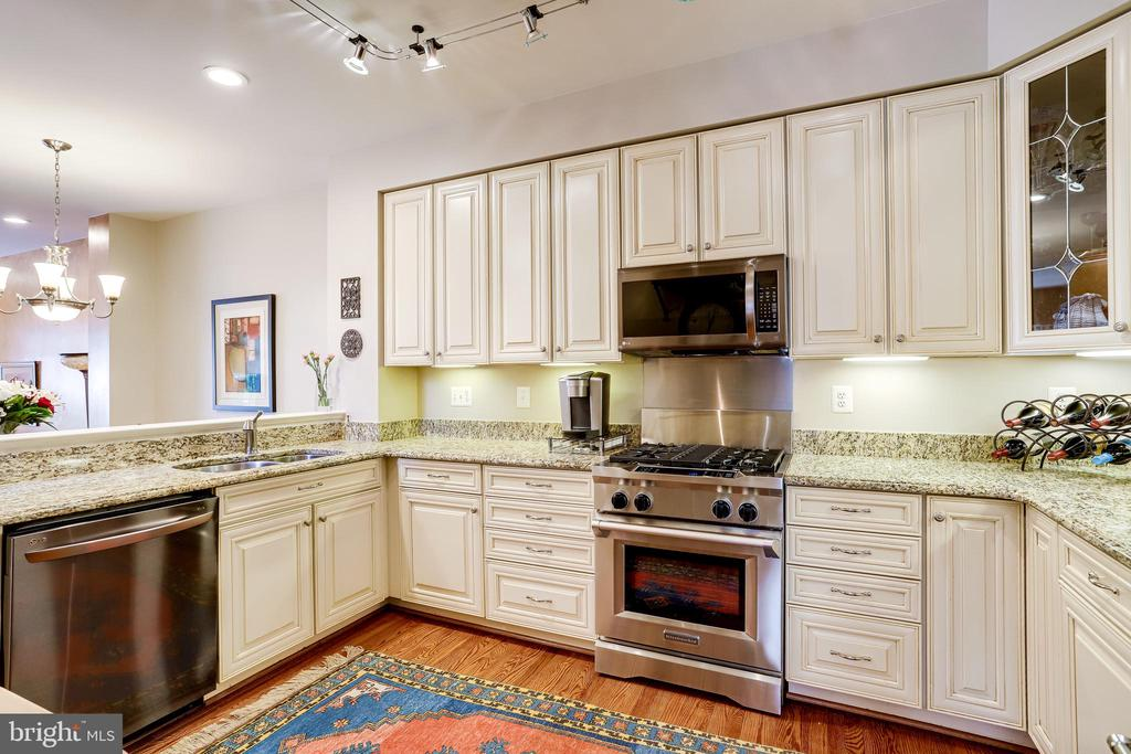 Large open kitchen, abundance of counter space. - 1206 WOODBROOK CT, RESTON