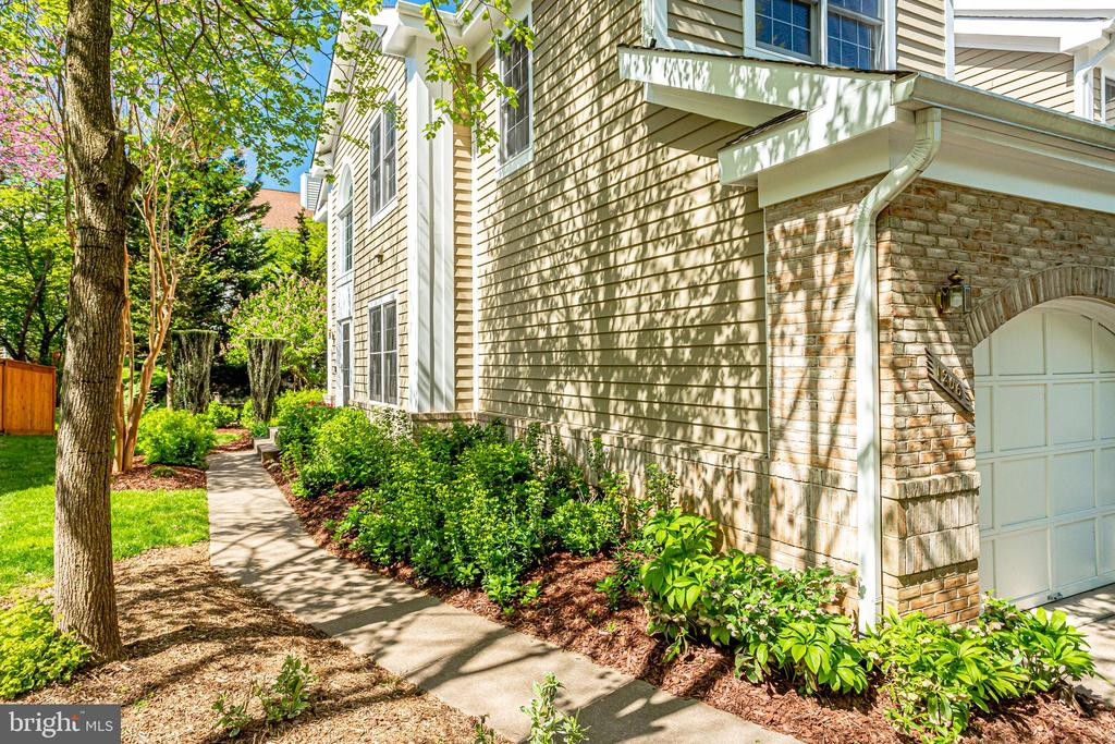 Professional landscaping around the property. - 1206 WOODBROOK CT, RESTON