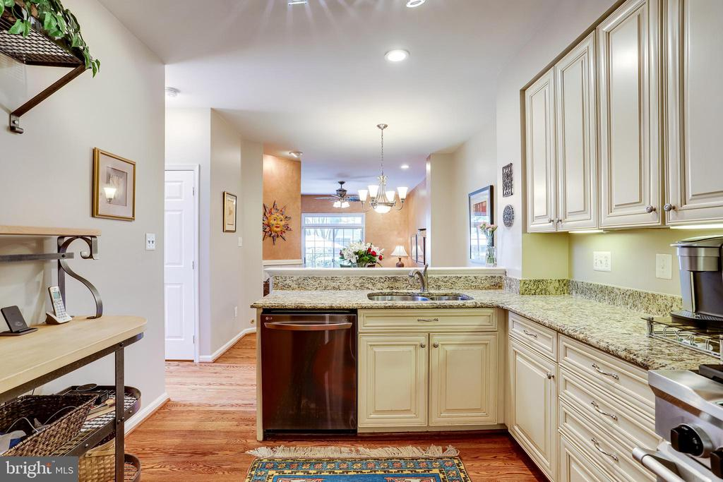 Lot's of storage and soft close cabinets. - 1206 WOODBROOK CT, RESTON