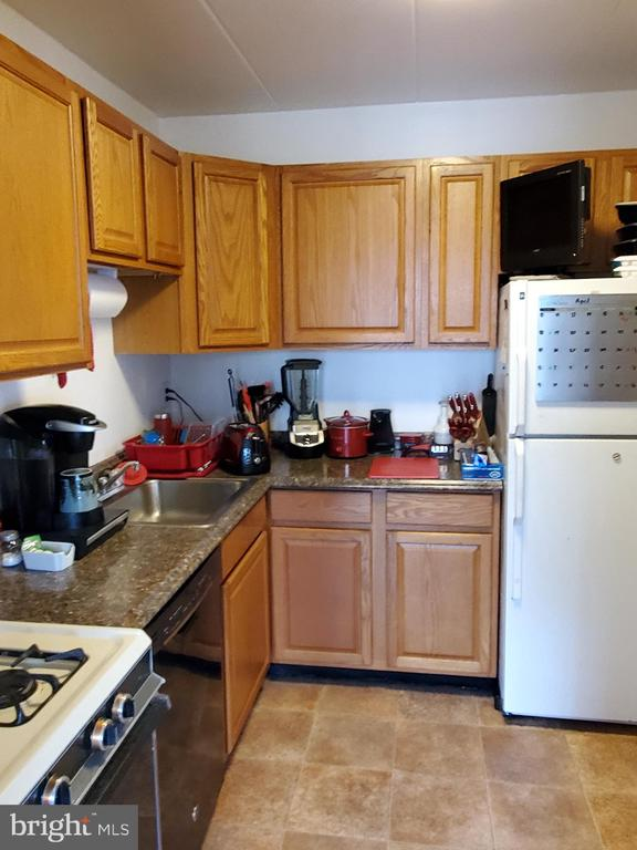 - 125-J CLUBHOUSE DR SW #4, LEESBURG
