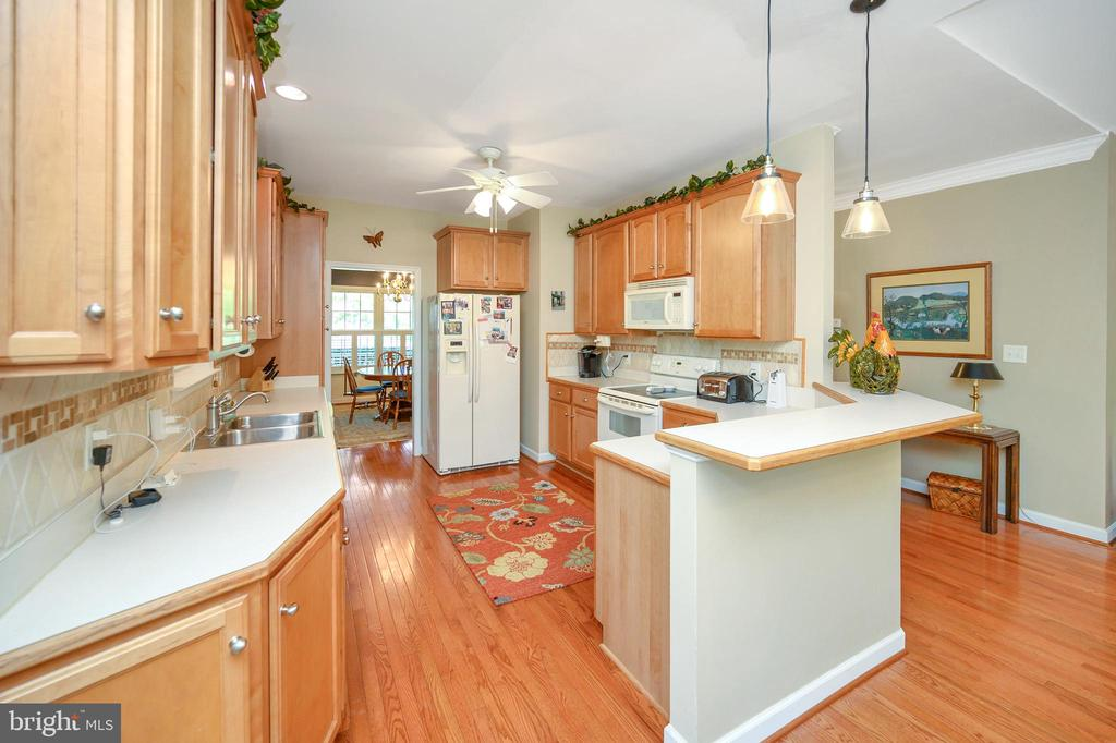 You will love all the cabinet & counter space - 609 STRATFORD CIR, LOCUST GROVE