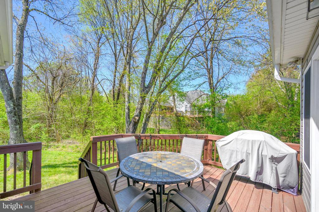 Outdoor living continues to a wonderful deck - 609 STRATFORD CIR, LOCUST GROVE