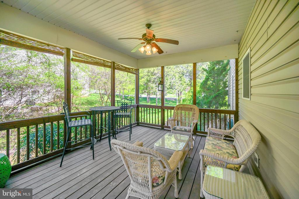 You will love this screened in porch to relax - 609 STRATFORD CIR, LOCUST GROVE