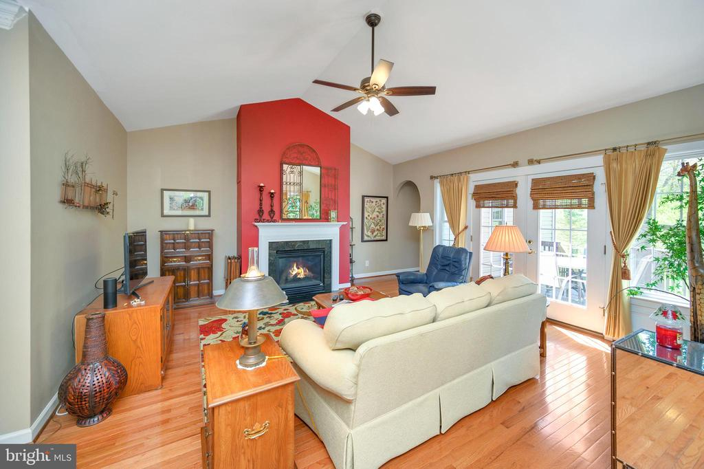 Family room w/ gas fireplace for those cool nights - 609 STRATFORD CIR, LOCUST GROVE