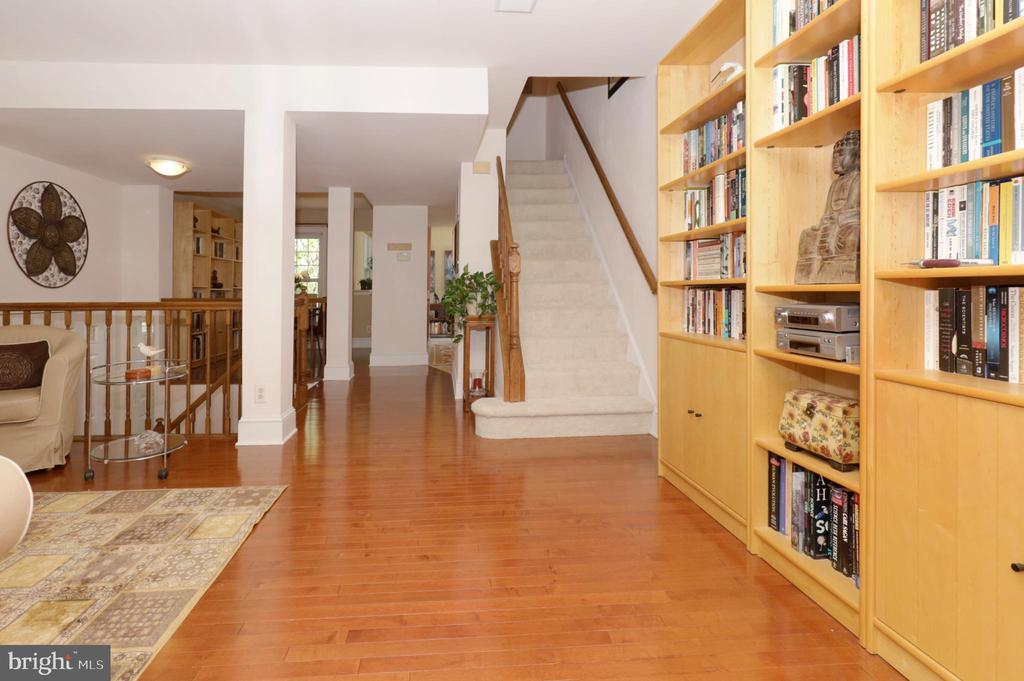 Patio Entry to Open Main Level Floor Plan - 2917 S WOODSTOCK ST #A, ARLINGTON